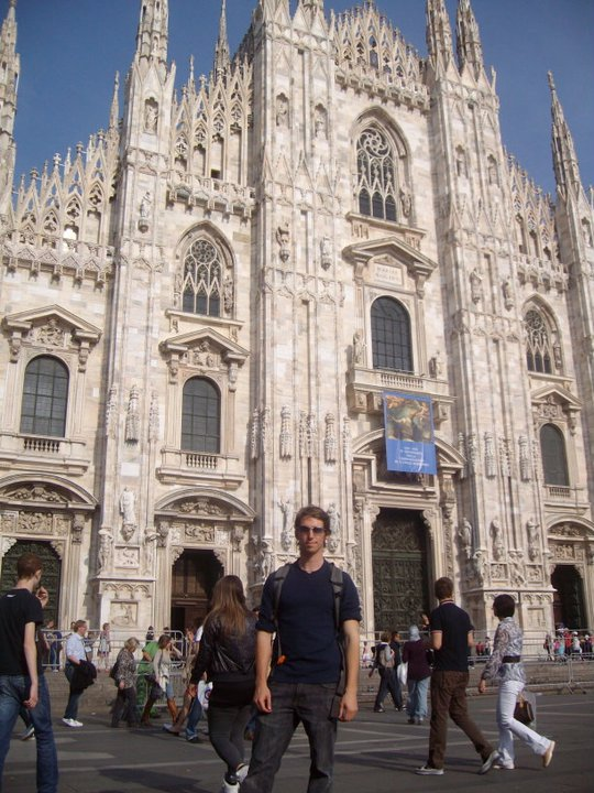 Free Things To Do In Milan - Visit Piazza del Duomo